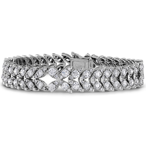 Hearts on Fire designed this diamond tennis bracelet.
