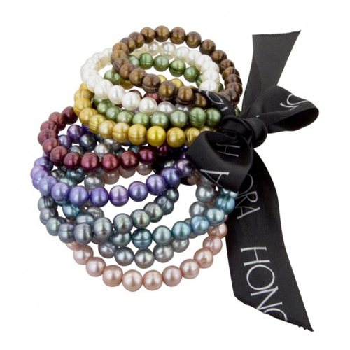 You can make handemade Christmas gifts like these pearl bracelets.