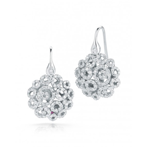 Last minute gift ideas of diamond earrings.
