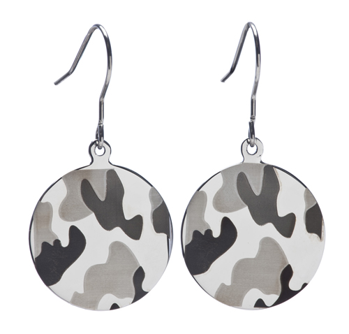Camo earrings for the bride at here camo wedding.