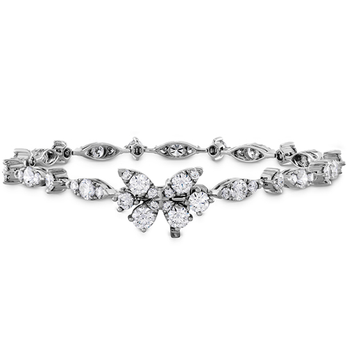 A diamond bracelet is the perfect gift for a 30th wedding anniversary.