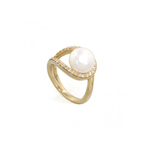 Honora created this pearl and diamond ring.
