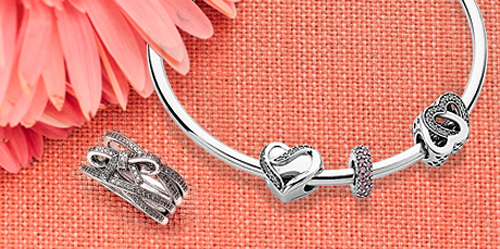 Let mom know how much you love her with her favorite Pandora bracelets.