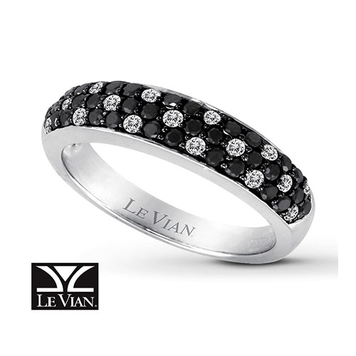 Le Vian creates many beautiful jewelry pieces with colored diamonds.