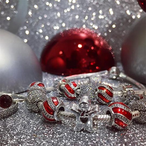 Here are some of the Pandora beads and charms for this holiday 2016.