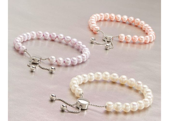 Pearl bracelets for the bride are lovely.